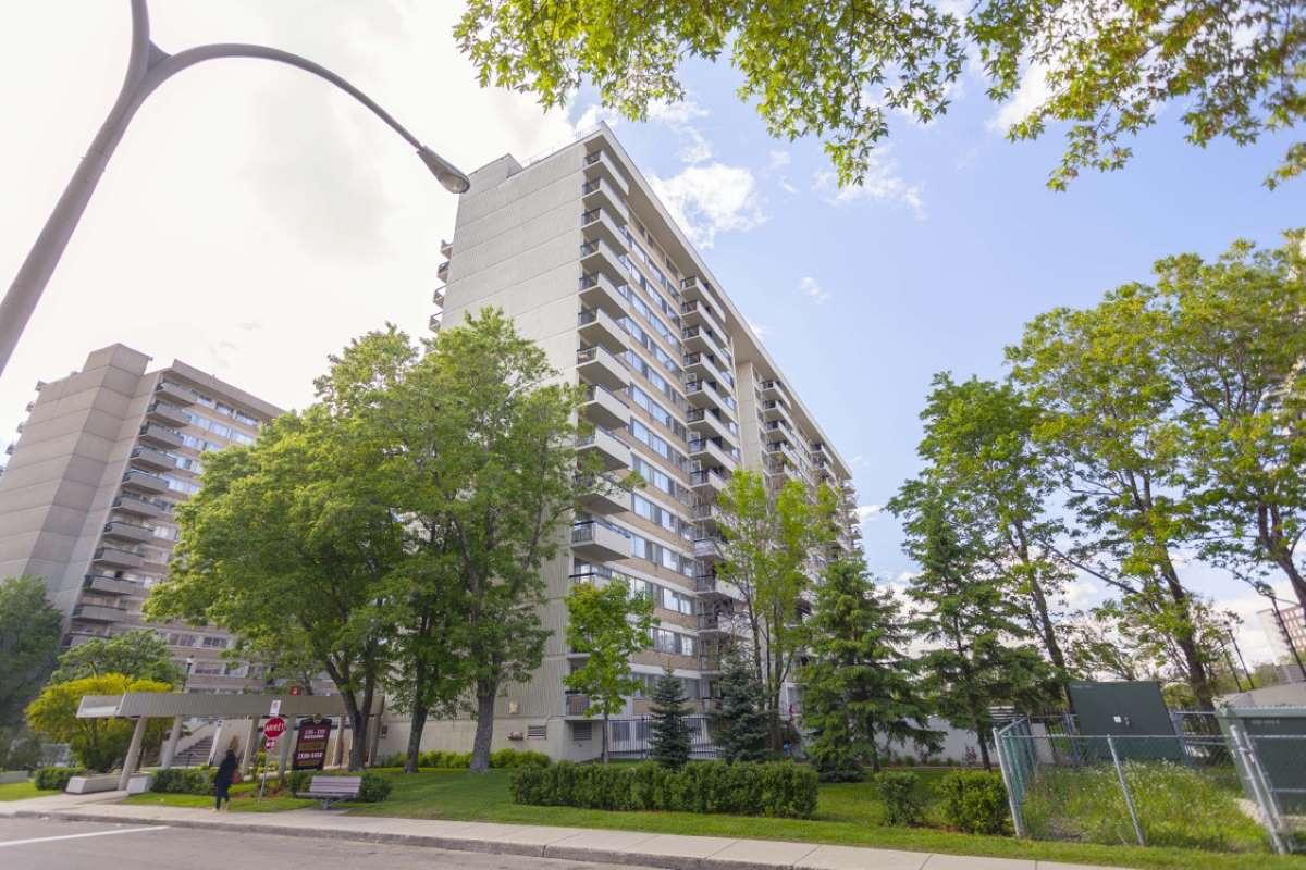 2 1 2 louer dans ville saint laurent logement louer for Appartement avec piscine montreal