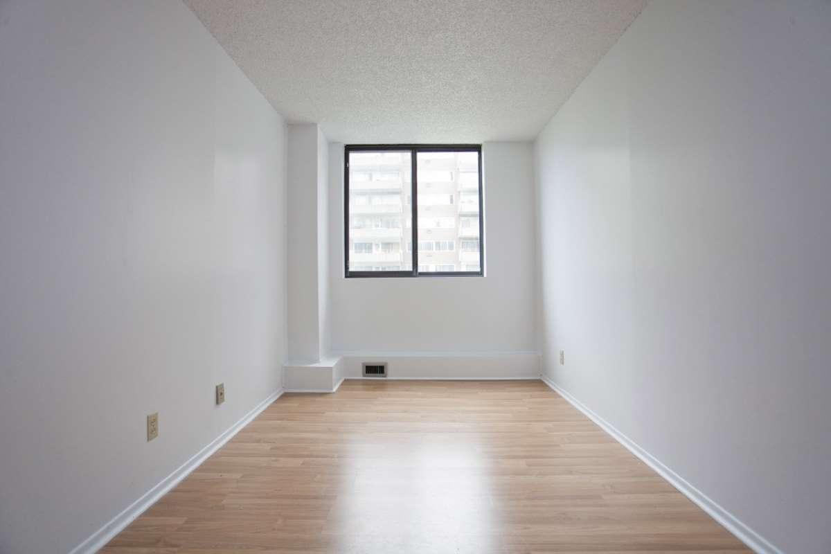 2 1 2 louer dans ville saint laurent logement louer for Location appartement montreal